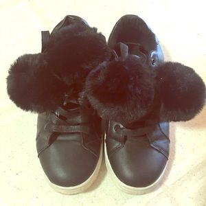 Shoes - Black leather women flats with fur balls